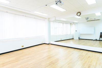 ワン・デイ・オフィス 第2会議室 【徹夜作業に24H貸会議室】の室内の写真