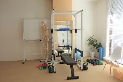 トレーニングルーム - ボディメイクスタジオASmake レンタルスペース(ジム等)の室内の写真