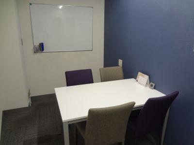 アントレオフィス四ツ谷六番町 貸し会議室(4階 4名用)の室内の写真