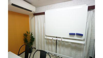 【タルト会議室】 プロジェクタ無料の貸し会議室♪の設備の写真
