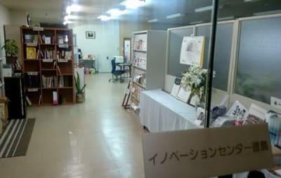 ビル2階施設入口(西側) - 貸会議室リヴィング・ラボとくしま 小ルーム JR徳島駅近く貸し会場の入口の写真
