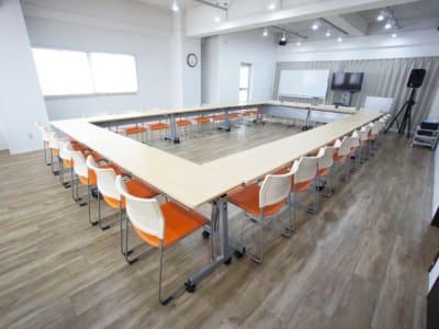 名古屋会議室 スタジオフィックス名古屋栄伏見店 6A(会議室)の室内の写真