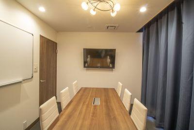 SBL烏丸会議室 2F 小会議室② 【6名様】の室内の写真