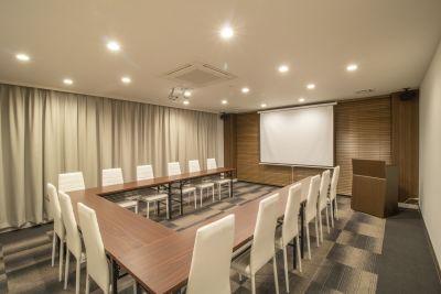 SBL烏丸会議室 2F 中会議室① 【24名様】の室内の写真