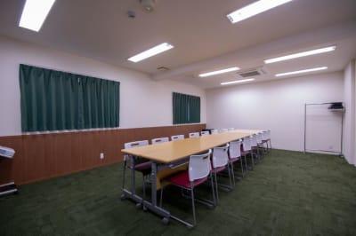対面式(最大16名) ※現在は感染防止対策のためご利用人数はご留意くださいますようお願い申し上げます。 - Kyoto de Meeting Smart / スマートの室内の写真