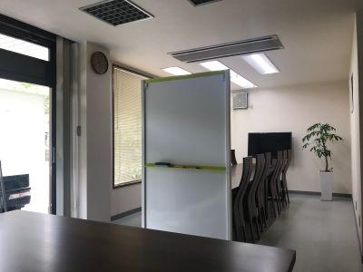 レンタルスペース 西町テラス 会議室・法要食事会場・貸教室の室内の写真
