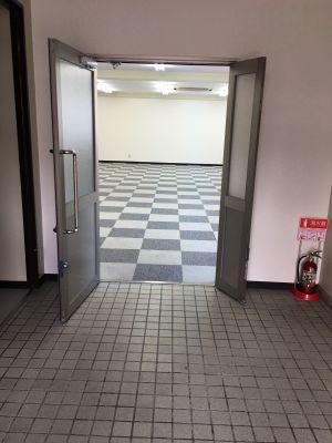フマニタスビルレンタルスペース 1階・多目的会議室フロア の入口の写真