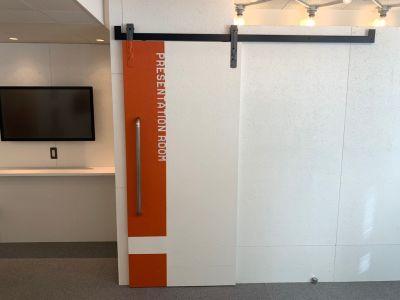 オフィスパーク 六本木コークス 【個室】プレゼンテーションルームの入口の写真