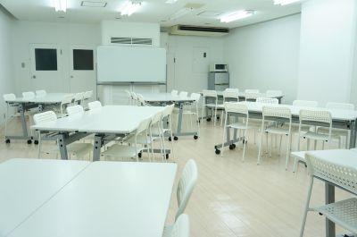 レンタルスペースフォレスト 会議セミナー、教室、物販展示会の室内の写真