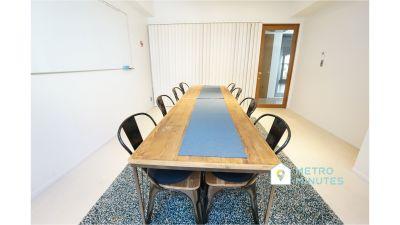 【ルーク会議室】 プロジェクタ無料の貸し会議室♪の室内の写真