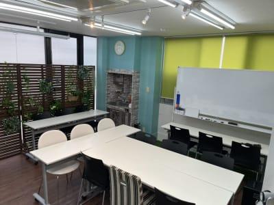 会議室全体 - スターネスジャパン会議室 吹上のレンタルスペース、貸会議室の室内の写真