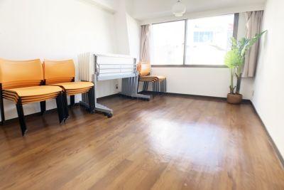 お気軽会議室 ユニゾーン新大阪 エトワール新大阪 会議室の室内の写真