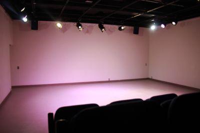 スタジオ「シアターウィング」 四ッ谷のホール型イベントスペースの室内の写真