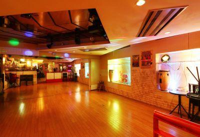 カフェ・ルンビータ ダンス・フロアーの室内の写真