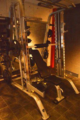 スミスマシン - ARUKAビル SinwaTrainingGymの設備の写真