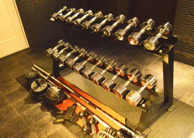 ダンベル(1~10kg各2SET) 可変式ダンベル(~24K有) - ARUKAビル SinwaTrainingGymの設備の写真