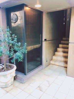 サロン入口 - 鍼灸サロン サロン スペースの入口の写真
