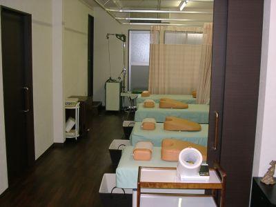 千代崎橋整骨院 店内施術スペースの室内の写真