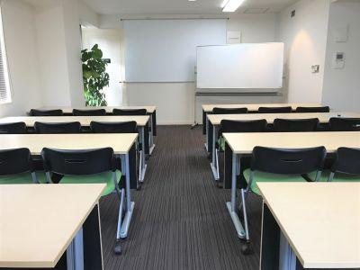 NATULUCK恵比寿 大会議室(定員24名/最大30名)の室内の写真