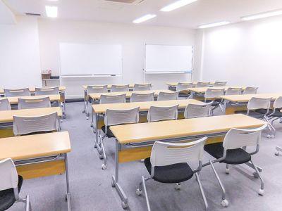 【新宿三丁目駅1分】36名収容の個室会議室 - SOBIZGATES【加瀬会議室】