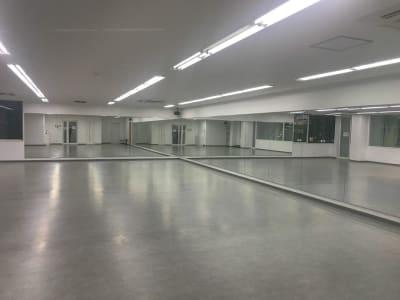 2面鏡張りです。 - RTCビル ニコニコカルチャースタジオ4Fの室内の写真