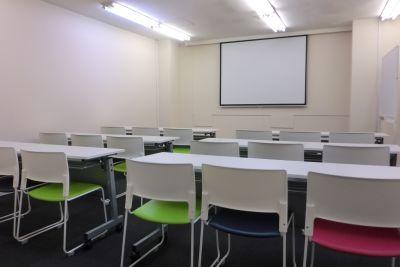 なんばカルチャービル 6F会議室の室内の写真