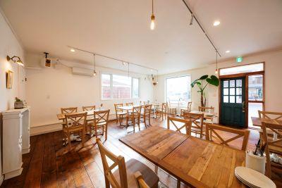 moncozy-モンコジ- カフェ&バーの室内の写真