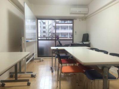 ビジネスサロン博多駅前 レンタルルームの室内の写真