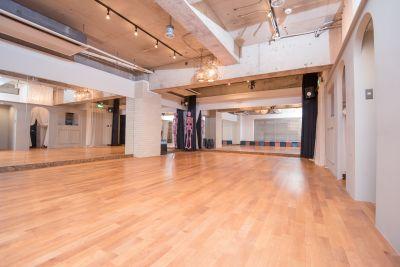 スタジオ内1 - 京橋ララサロン メインサロンの室内の写真