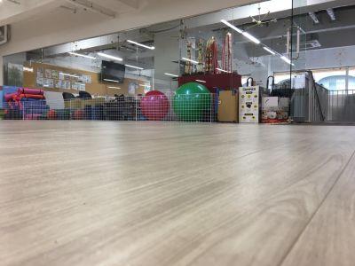 スポーツアスリートサロン フィットネススタジオの室内の写真