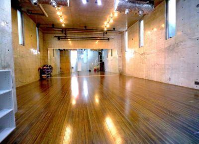 RAISE UP STUDIO レンタルスタジオスペースの室内の写真