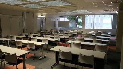 アルファオフィス247 2階大会議室【90日前⇒3割引】の室内の写真