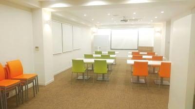 スクール形式 - 夢・あいホール セミナー、勉強会、個展等の室内の写真