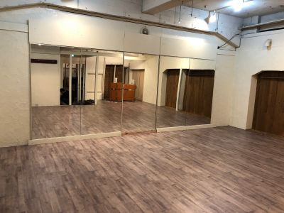スタジオふじかる カフェの室内の写真