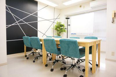 【ミラノ会議室】 Wi-Fi/プロジェクタ無料の貸し会議室♪の室内の写真