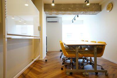 【アルベロ会議室】 プロジェクタ無料の貸し会議室♪の室内の写真