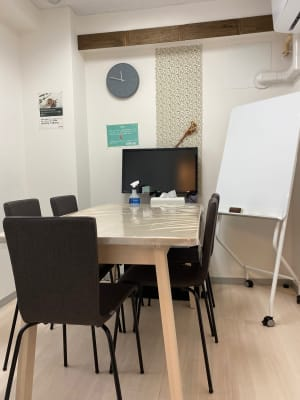SEEDPLACE国立 会議室(完全個室)の室内の写真