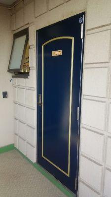 サロン オレナ 鏡付きスタジオの入口の写真