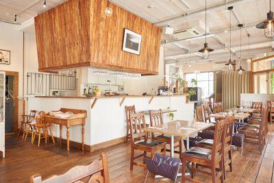 ナチュラム レストランの室内の写真
