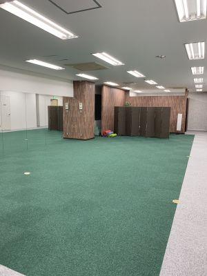パーソナルジムアドバンス トレーニングスペースの室内の写真