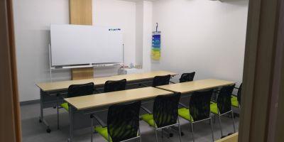 鶴見会議教室 会議室401の室内の写真