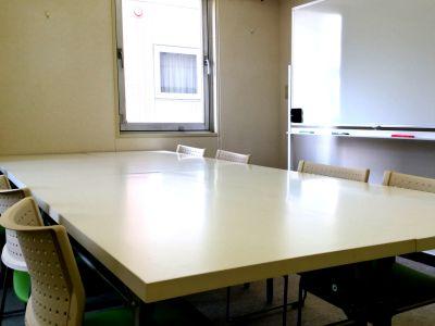 7階【札幌駅北口10秒】小会議室 小会議室/セミナールームの室内の写真
