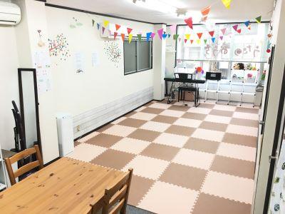 スタジオ「うたのおうち」 サロンスペースの室内の写真