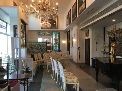 パルサステンドグラス館ホール 豪華なイベント会場の室内の写真