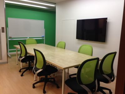 脳ジム セミナールーム 貸会議室 グリーンルームの室内の写真