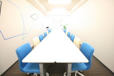 お気軽会議室広島紙屋町skyの室内の写真