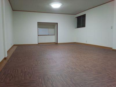 千林ファンタジー2階 サロンスペースの室内の写真
