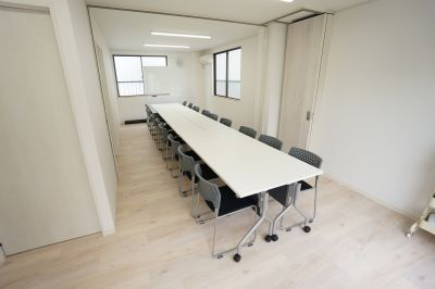 【葛西BASE会議室】 プロジェクタ無料の貸し会議室♪の室内の写真