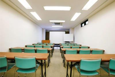 ゆったり使える広々スペース - BC神保町貸し会議室 100円~のワンコイン会議室!の室内の写真