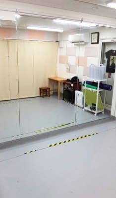 レンタルミニスペース フクリズム 1階 多目的スタジオの室内の写真